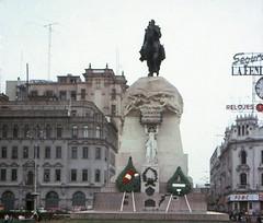 Lima Venera al General San Martín (rrodriguez16) Tags: rarb1950 monument monumnento estatua statue general josé de san martín lima perú analog film 35mm canon ae1 50mmf28sd kodak kodacolor