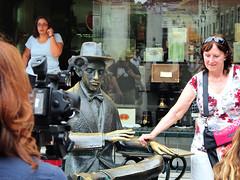 Fernando Pessoa (L i S B O N P i X) Tags: street portrait urban streetart portugal lisboa lisbon tourists lissabon esttua lisbonne lisbona chiado ipad twitter flickstackr asignature snapseed olympusem5 zoom1250