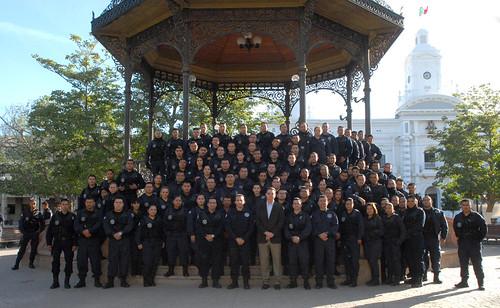 El Gobernador Guillermo Padrés acompañó y felicitó a policías en su día.