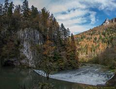 Le Doubs au Theusseret, Suisse (Pascale Jaquet & Olivier Noaillon) Tags: panorama montagne automne suisse rivire arbres paysage fort ch doubs franchesmontagnes goumois
