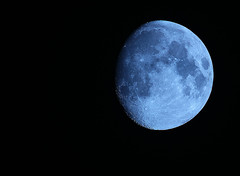 Moon in Paris, France (guillaume_lhoste) Tags: moon 7d cls 400mm astrotrac