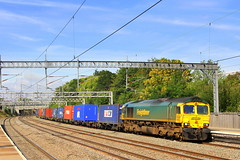 Green Shed: Freightliner 66590 - Tamworth (96tommy) Tags: uk england green station train photography photo britain united great transport shed railway kingdom 66 class transportation gb freight tamworth livery freightliner 66590 4l90