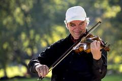 fiddler in the park (Blende1.8) Tags: street nikon bokeh candid violin fx violinist blackeye fiddler kassel 70200mm geiger violine wilhelmshhe geige violinplayer bergpark d610 blauesauge bergparkwilhelmshhe geigenspieler carstenheyer