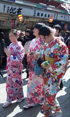 #1584 girls in kimono (Nemo's great uncle) Tags: kimono 着物 和服 呉服 sensōji 浅草寺 asakusa 浅草二丁目 taitōku 台東区 tōkyō 東京