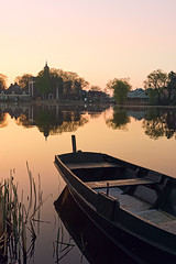 Twilight over the village (genf) Tags: ouderkerk amstel boat church boot kerk trees bomen twilight schemer ochtend ochtendlicht morgen morgenlicht morning light sunrise dawn sony a77 water mood outdoor landscape landschap