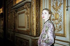 Carole (AntoineLegond) Tags: portrait beauty model gold louvre paris yashicat4 zeiss tessar portra flash