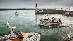 retour de pêche (clos du pontic) Tags: pêche guilvinec finistère port bateaux chalutier mer pêcheurs jetée eau
