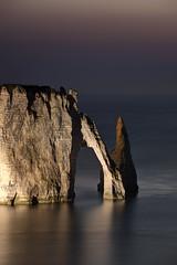 Falaise sculptée (Sandra 25) Tags: see mer ocean océan falaise nuit night paysage landscape france cliff mare notte scogliera water aqua