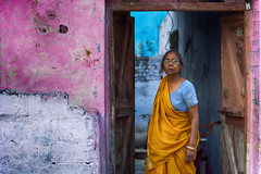 Front door (Feca Luca) Tags: street reportage portrait ritratto woman donna hindu people asia nikon india rajasthan travel
