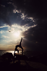 A Salute to the Heavens (lunahzon) Tags: sydneyduarte lunahzonphotography charleston yoga yogi belief passion enlightenment lifejourney travelinggypsy silhouette naturallight beach sunrays rays sun clouds lightanddark charlotte adventure travel love