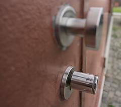 The knob (frankdorgathen) Tags: makro macro cloudup ruhrgebiet essen zollverein zeche industry outdoor architecture building knob door