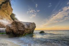 Soportando lo que le echen ... (Dancodan) Tags: nikon d7100 amanecer atardecer mar marina playa rocas nubes costadelsol nerja largaexposición nikkor1024mmf3545gdxswmedifasphericalafs fb 500px málaga