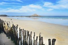 plage de l'Eventail, Saint-Malo (-justk-) Tags: saintmalo bretagne france frankrijk lowtide brittany beach strand plage sea zee mer poles woodenpoles fortnational