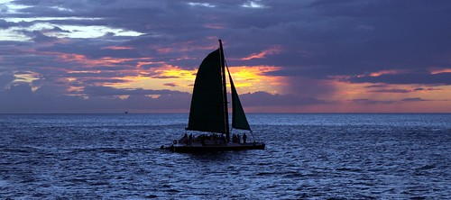 sunset cloud beach dark hawaii boat sailing cloudy waikiki sail hi honolulu hnl konomark