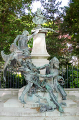 La fontaine Eugène-Delacroix (Bee.girl) Tags: paris france garden 75006 fontaine jardinduluxembourg 2014 luco