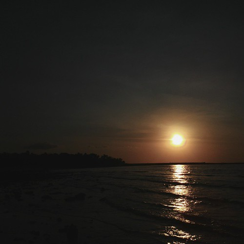 When the sun goes down at Lasiana Beach..     #indosatspf2014 #indosatsnap #kamerahpgw #kamerahpgw_kupang #imeetindosatkhgw  #imeetindosatkhgw_kupang  @indosatmania @kamerahpgw