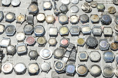 (GrusiaKot) Tags: orologi orologio vecchio antico sale vendita flee market mercatino soviet old history kharkiv kharkov ukraine ukrayina ucraino ukraina      2014 estate ucraina ukrainians watch watches
