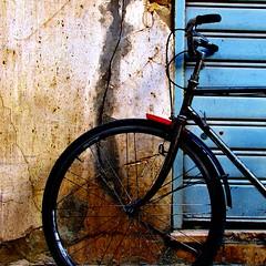 un punto di rosso -explore- (archifra -francesco de vincenzi-) Tags: red square rouge bicicleta minimalism bicyclette rosso carré ruota bicicletta minimalisme minimalart mazaradelvallo archifraisernia francescodevincenzi