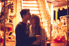 (lauraflorcar) Tags: boy love girl beautiful smile night canon 50mm muelle andaluca kiss couple pareja amor happiness amour uno dslr beso mlaga 450d