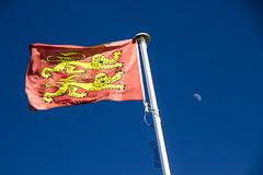 Drapeau (Mlanie DY.) Tags: lune vent manche drapeau