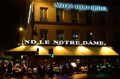 Paris - Brasserie (cnmark) Tags: street light paris france café bar night scene brasserie nachtaufnahme quaisaintmichel ruedupetitpont ©allrightsreserved lenotredame