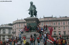 Piazza Duomo Rossonera - Scudetto 2011 (Marco Moscariello) Tags: milan milano acmilan festa tifosi piazzaduomo scudetto festeggiamenti campioni 2011 rossoneri