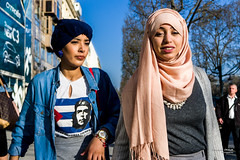 Street - Cuban Revolution vs Islamic Revolution (François Escriva) Tags: street streetphotography olympus omd paris france candid people headscarf hijab denim sky sun light buildings trees women girls che guevara revolution cuban islamic clothes muslim style red pink white