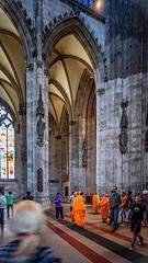 Besuch im Dom (mniesemann) Tags: ifttt 500px köln cologne dom kirche säulen buddhismus orange mönch monk kirchenfenster church bunt farben colors skulpturen spiritual gewölbe