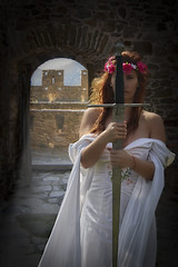 Back home again (Trumfa) Tags: noia girl chica model modelo retrat portrait retrato espasa sword espada castell castle castillo