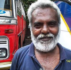 India Cochin persona amable (antoniosanchezserrano) Tags: instagramapp square squareformat iphoneography uploaded:by=instagram person persona india cochi amabilidad friendly bus