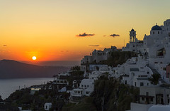 Puesta de sol en Iveromigli (guillenperez) Tags: grecia greece cyclades cicladas thira thera fira santorini iveromigli caldera crater village pueblo puesta sol sunset dusk