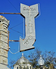Smith Liquor (Rob Sneed) Tags: usa texas palestine smithliquor sign vintage neon courthousesquare easttexas americana texana advertising rust old relic weathered courthouse dome liquorstore