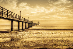 The Golden Beach (KJ Photographie) Tags: abend binz bridge brücke clouds deutschland dämmerung fineart germany himmel landschaft meer möwe ostsee rügen sand schiff seascape seebrücke ship sky sonnenuntergang wolken beach landscape sea sunset