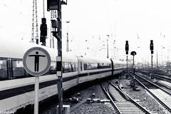 (der-kruemel) Tags: gleisvorfeld ice hauptbahnhof bahnhof durchgangverboten oberleitung frankfurtammain signal sigma zug fernverkehr teiltonung canon sigma1835mm eisenbahn canoneos70d 1835 1835mm 70d bf eos frankfurt hbf intercityexpress overheadline railwaysignal sigma1835mmf18 sigma1835mmf18dchsm signale splittoning train centralstation mainstation railway railwaystation gleis8