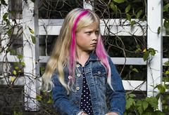 a little moody cusin (lina sodergren) Tags: family pink portrait girl canon hair moody child attitude pinkhair porträtt cusin