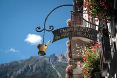 pharmacie du Mont-Blanc (masine) Tags: blue sky france mountains alps sign golden frankreich himmel pharmacy schild alpen blau drugstore chamonix pharmacie reklame apotheke rhônealpes chamonixmontblanc sommer2014