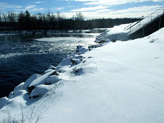 """Snowy Rocks by Dam • <a style=""""font-size:0.8em;"""" href=""""http://www.flickr.com/photos/34843984@N07/15238337980/"""" target=""""_blank"""">View on Flickr</a>"""