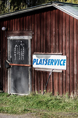 service (Mange J) Tags: door old autumn house sign pentax sweden garage faded worn service sverige locked hammar vrmland skoghall tamronafsp9028dimacro vrmlandsln magnusjakobsson pentaxk5ii