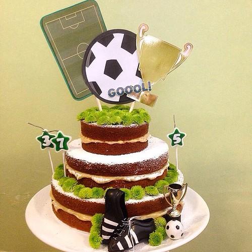Plaquinha para um bolo lindo da @lebruleconfeitaria com tema futebol