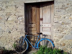 La bicyclette bleue (dbrothier) Tags: blue 100v10f bicyclette bleue bicycle bretagne france yourbestoftoday flickr13 7dwf