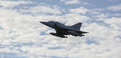 Mirage (Tamara L. Leguizamn) Tags: moron personas aire aviones aviacin vuela