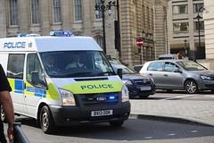 Met Police QNR (kenjonbro) Tags: uk england white london ford westminster trafalgarsquare transit charingcross sw1 125 t300 2013 worldcars kenjonbro qnr cellvan canoneos5dmkiii bx13ddk