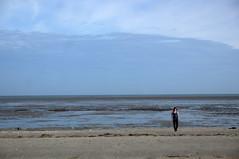 Premier jour — J., Le Vivier-sur-Mer, Ille-et-Vilaine, Bretagne, octobre 2014 (Stéphane Bily) Tags: beach bretagne ja plage youngwoman jeunefille illeetvilaine jézabel stéphanebily