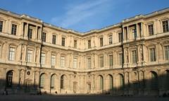Louvre'is päikest püüdmas (llilian) Tags: pariis välismaal
