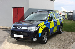 Mitsubishi L200, Gloucestershire Police, Cotswold Airport, Kemble, Gloucestershire (Kev Slade Too) Tags: gloucestershire kemble policevehicle egbp cotswoldairport