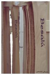 035 (Nuria LuPo) Tags: macro kids madera catalunya espada fusta mediaval besal espasa juguets