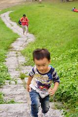 DSC04363.jpg (小賴賴的相簿) Tags: family nature kids zeiss sony taiwan taipei 自然 childern 草原 親子 木柵 爬山 孩子 1680 兒童 a55 運動 文山區 滑草 anlong77 小賴賴