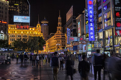 Nightlife in Shanghai (hph46) Tags: china shanghai nacht nachtaufnahme stadt lichter menschen strase canon eos5dmkii