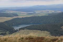 L'autre lac. (Diké) Tags: sur le volcan vues variées deux lacs sortie été visite oeuvres horizons sancy art nature grands sites brök et dikée images archives