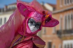 Venezia  , il carnevale  ... cucù !! (miriam ulivi) Tags: miriamulivi nikond7200 italia venezia venice costume rosso red mask carnivalofvenice carnevaledivenezia maschera febbraio2017 february2017
